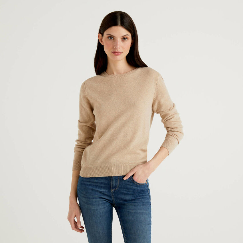 Μπλούζα με λαιμόκοψη μπεζ από αγνό παρθένο μαλλί